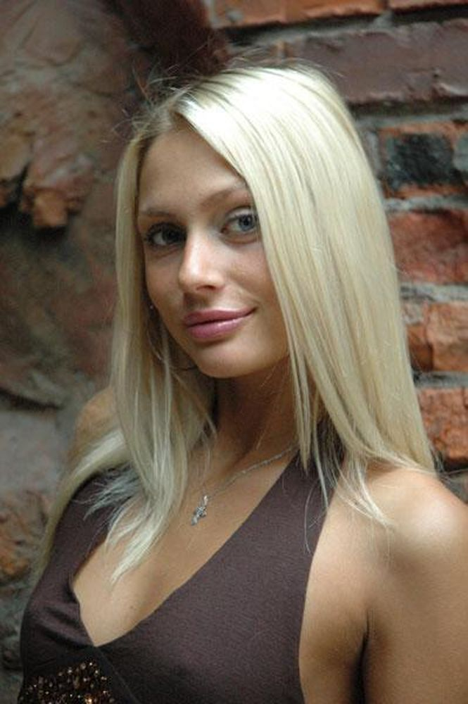 Анна Снаткина В Купальнике – Заколдованный Участок (2006)